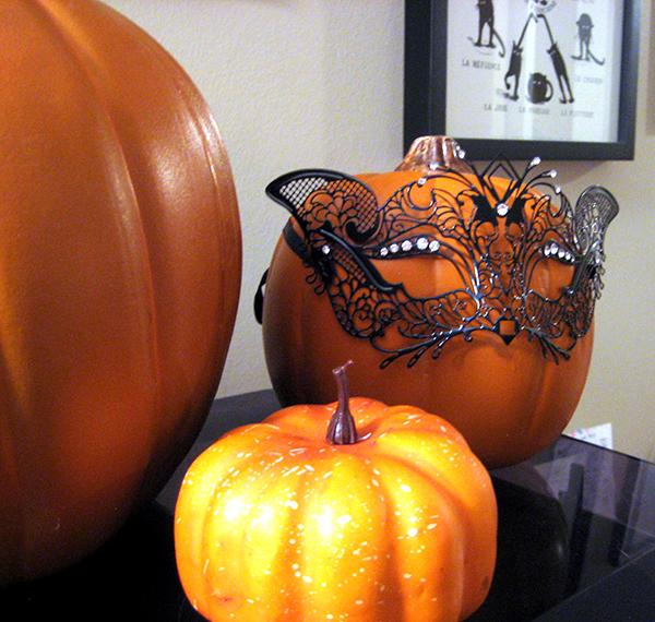 masking-pumpkin